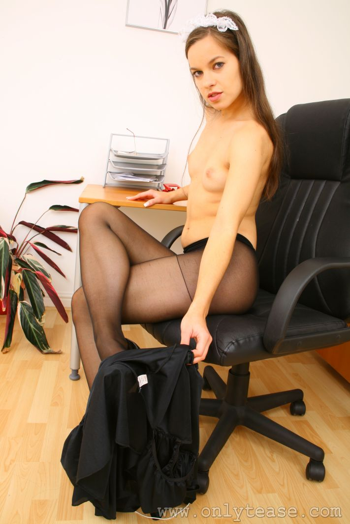 king-in-sexy-pantyhose-french-iranians