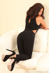 Layla P in tights, pantyhose and high heels